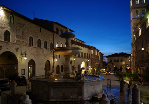 transfer-and-tours-cortona-Assisi-Piazza-de-Comune