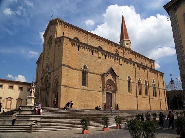 Transfer-And-Tours-Cortona-Tourist-Guide-Arezzo-Duomo-di-Arezzo-Cattedrale-dei-Santi-Pietro-e-Donato