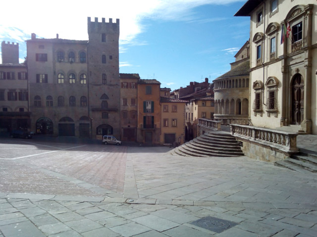 Transfer-And-Tours-Cortona-Tourist-Guide-Arezzo-Piazza-Grande