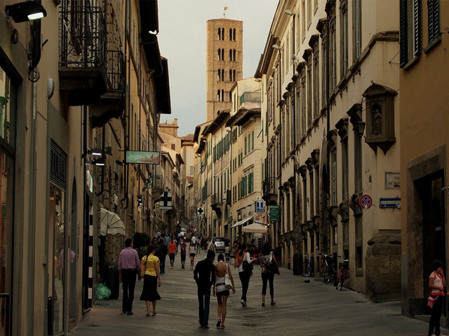 Transfer-And-Tours-Cortona-Tourist-Guide-Arezzo-street-view