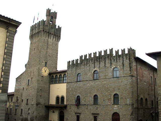 Transfer-And-Tours-Cortona-Tourist-Guide-Arezzo-tower