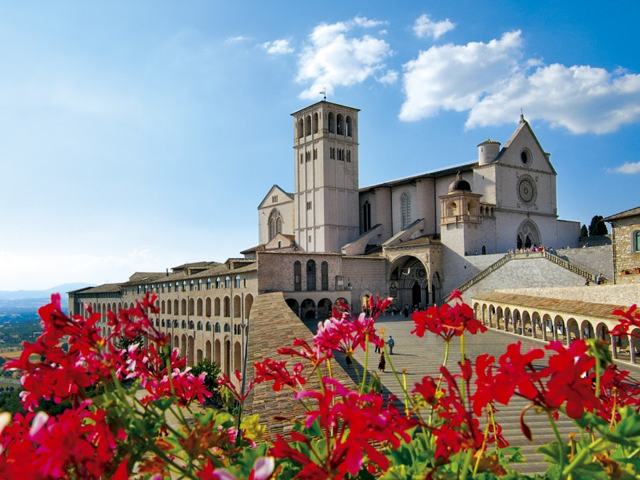 Transfer-And-Tours-Cortona-Tourist-Guide-Assisi-Basilica-flowers-640