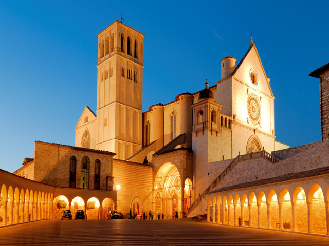 Transfer-And-Tours-Cortona-Tourist-Guide-Assisi-Basilica-night-640