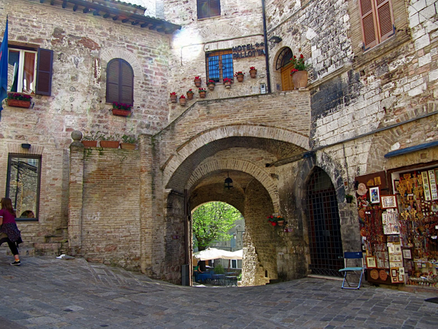 Transfer-And-Tours-Cortona-Tourist-Guide-Assisi-square-640