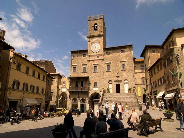 Cortona and Montepulciano Wine Tour