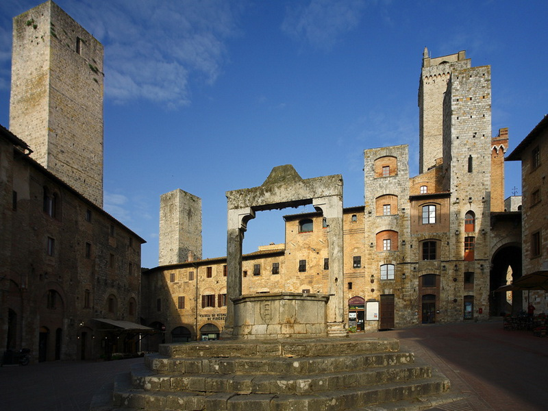 Main Square Cisterna San Gimignano