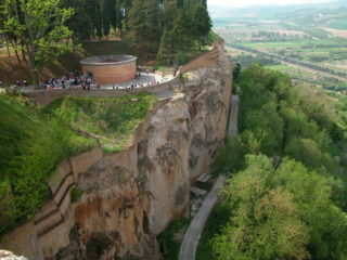 Orvieto-Ciffs-Walls-e1517313803194