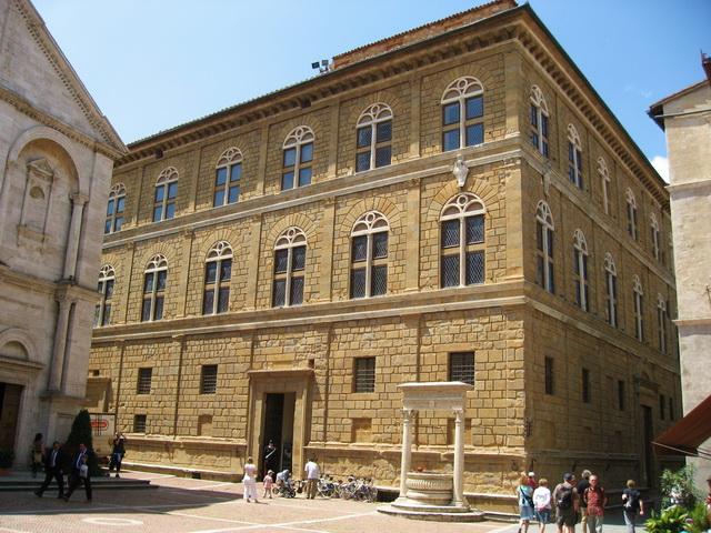 Palazzo-Piccolomini-Pienza