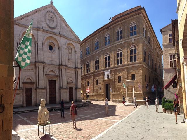 Pienza-Main-Square-Pio-II