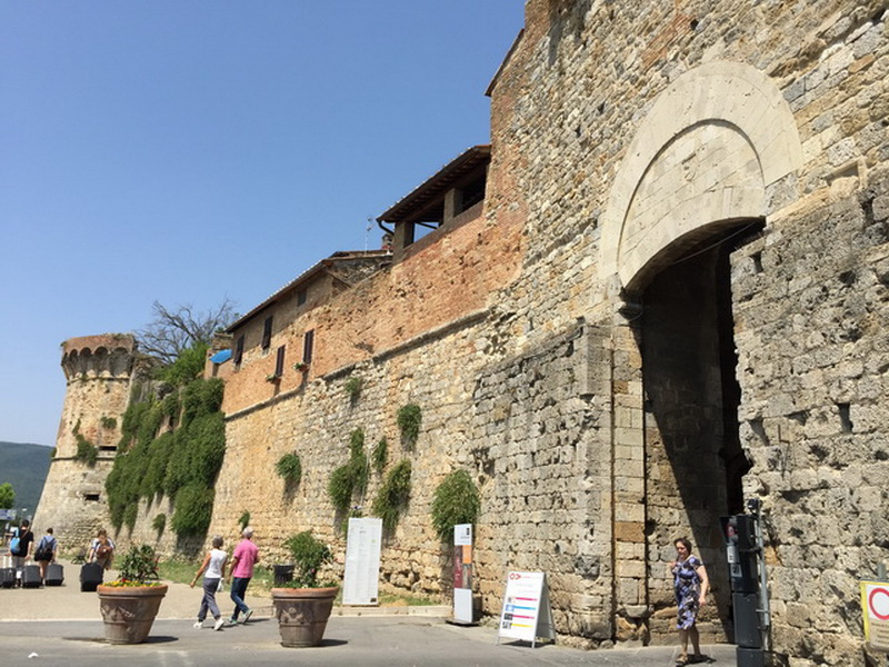 San-Gimignano-The-Gate