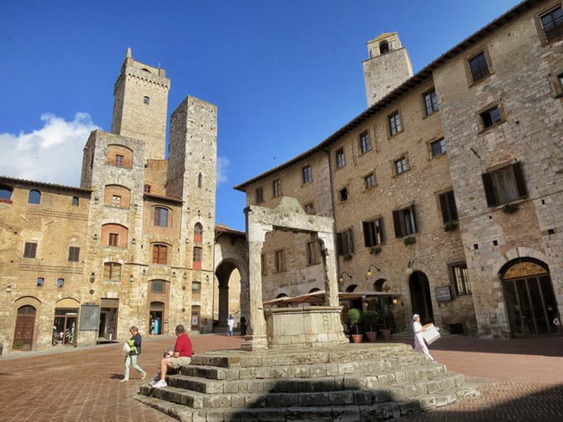 Square-Cisterna-San-Gimignano